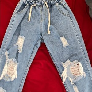 Light demi blue distressed jeans